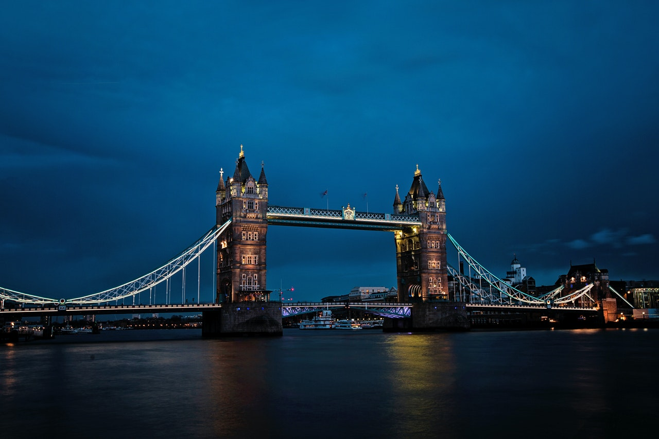 river thames and tower bridge